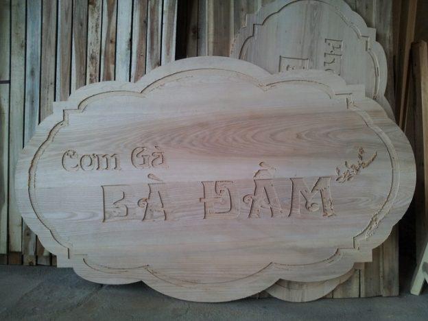 Làm bảng tên bằng gỗ