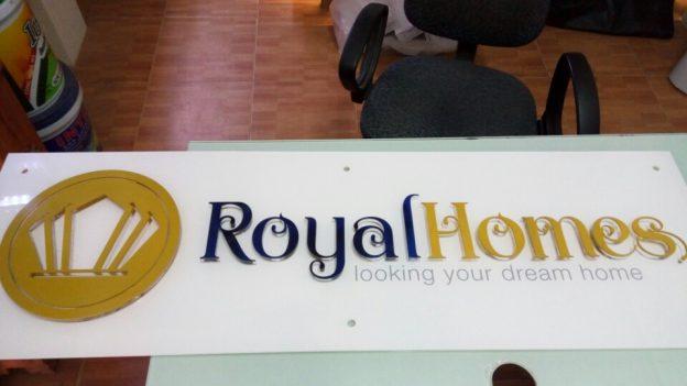 Làm bảng hiệu Mica công ty Royal Homes