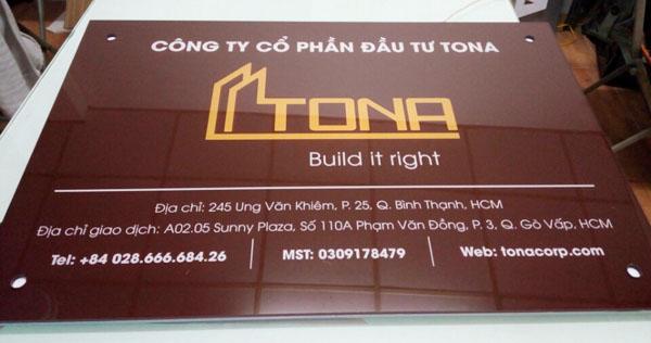 Làm bảng hiệu Mica công ty Hemera và Tona