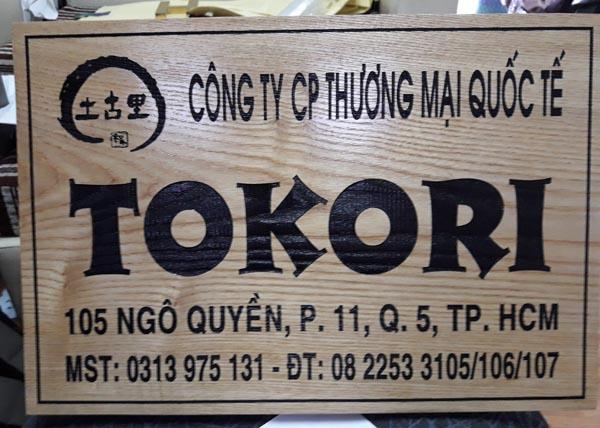 Làm bảng hiệu gỗ TOKORI
