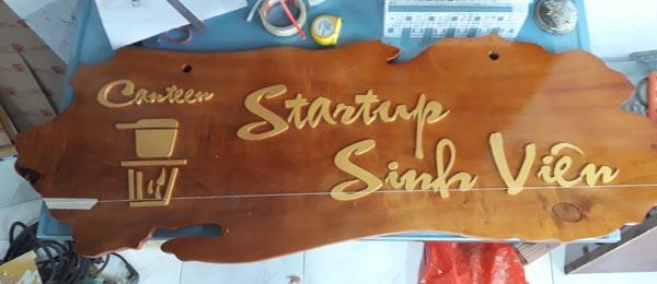 Làm bảng hiệu gỗ Startup Sinh Viên