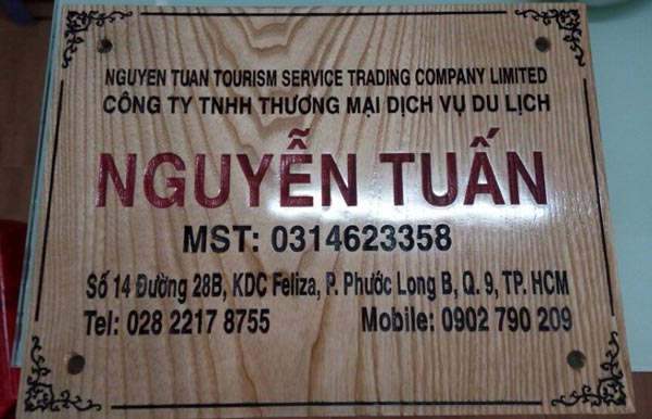Làm bảng hiệu gỗ công ty Nguyễn Tuấn