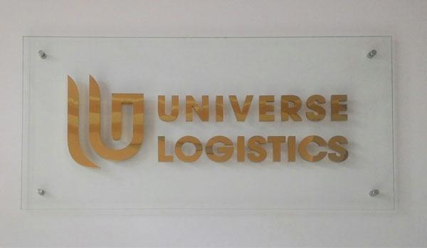 Làm bảng hiệu inox công ty Universe Logistics