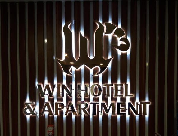 Làm bảng hiệu Inox logo Win Hotel Apartment