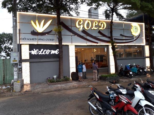 Làm bảng hiệu nhà hàng GOLD
