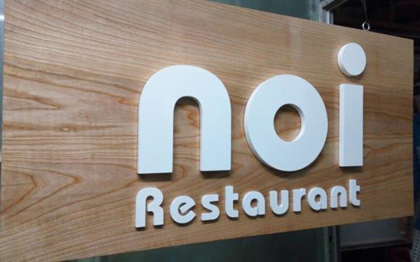 Làm bảng hiệu Gỗ nhà hàng NOI