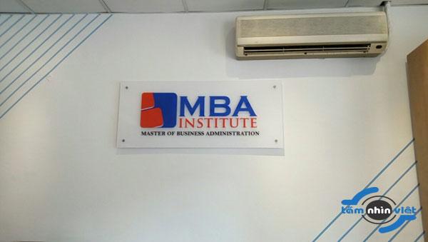 Bảng hiệu mica ghép công ty – Logo MBA